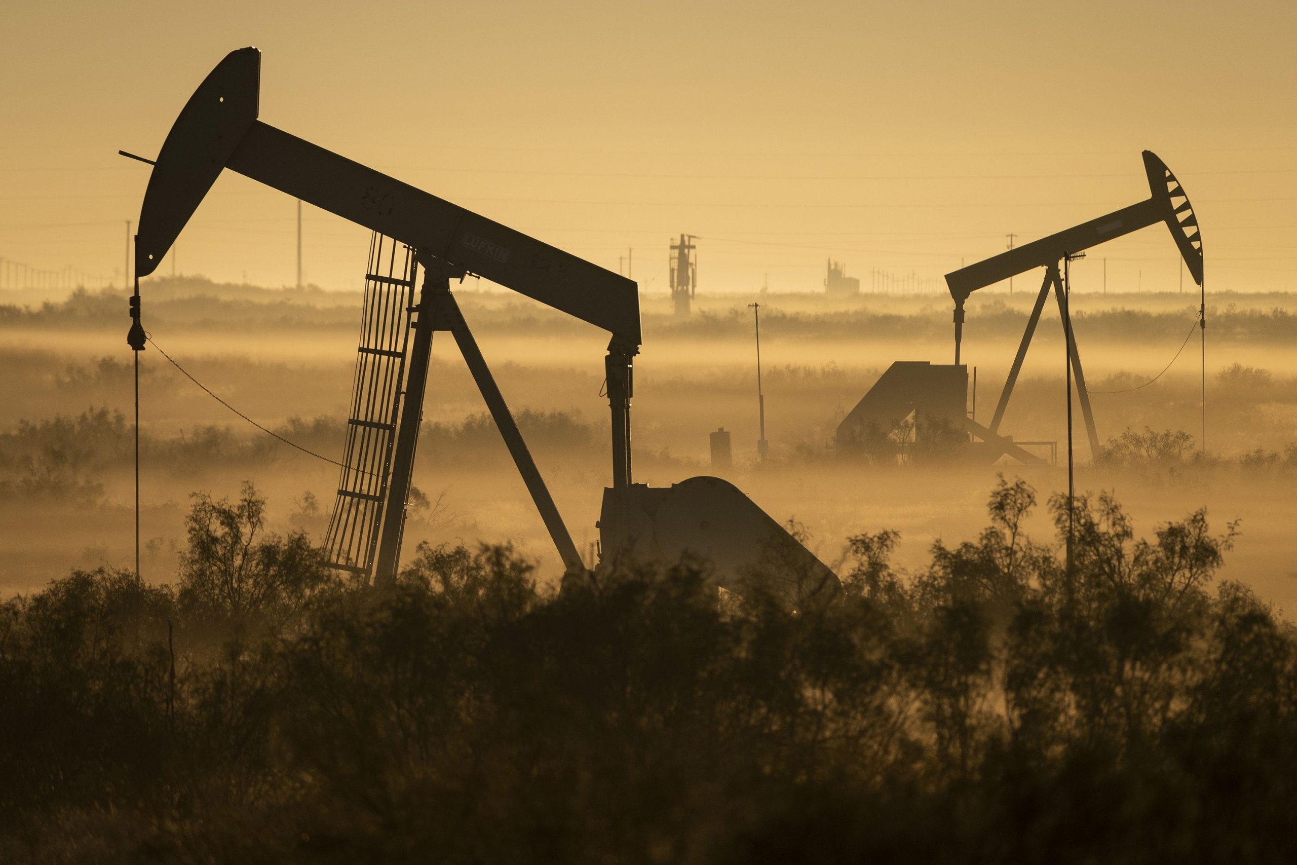 Pumpjacks_mist